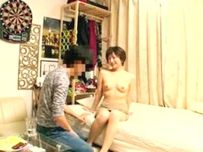 美人の熟女がナンパされた男の家で若いチンポに欲情してお◯んこに挿入して乱れる姿を隠し撮り!